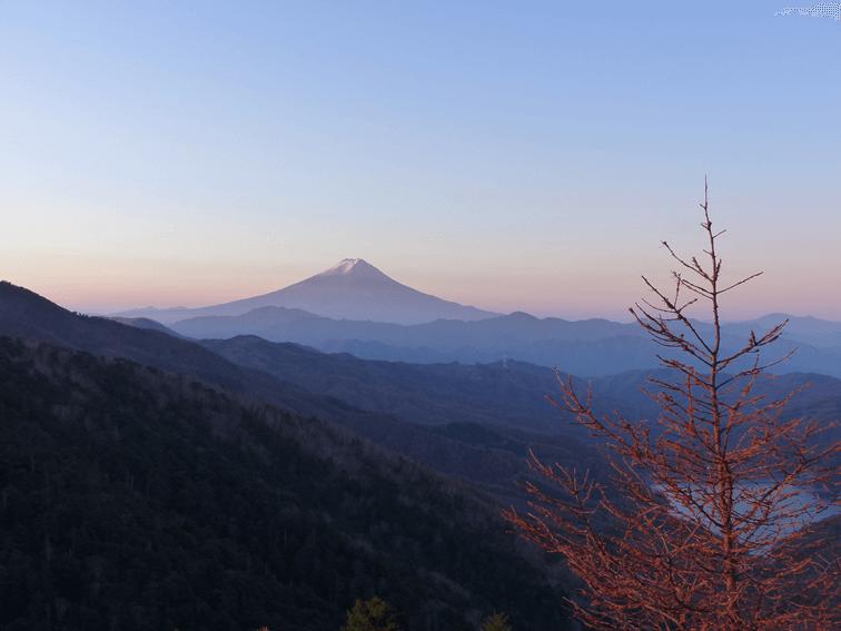 雪化粧の富士山や南アルプス